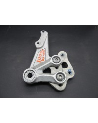 GSXR1000K5 FRONT RIGHT FOOTREST BRACKET